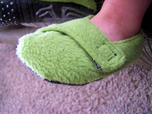 Fleece Toddler Slippers Tutorial